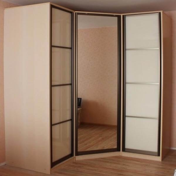 Габариты шкафа указаны в качестве примера.